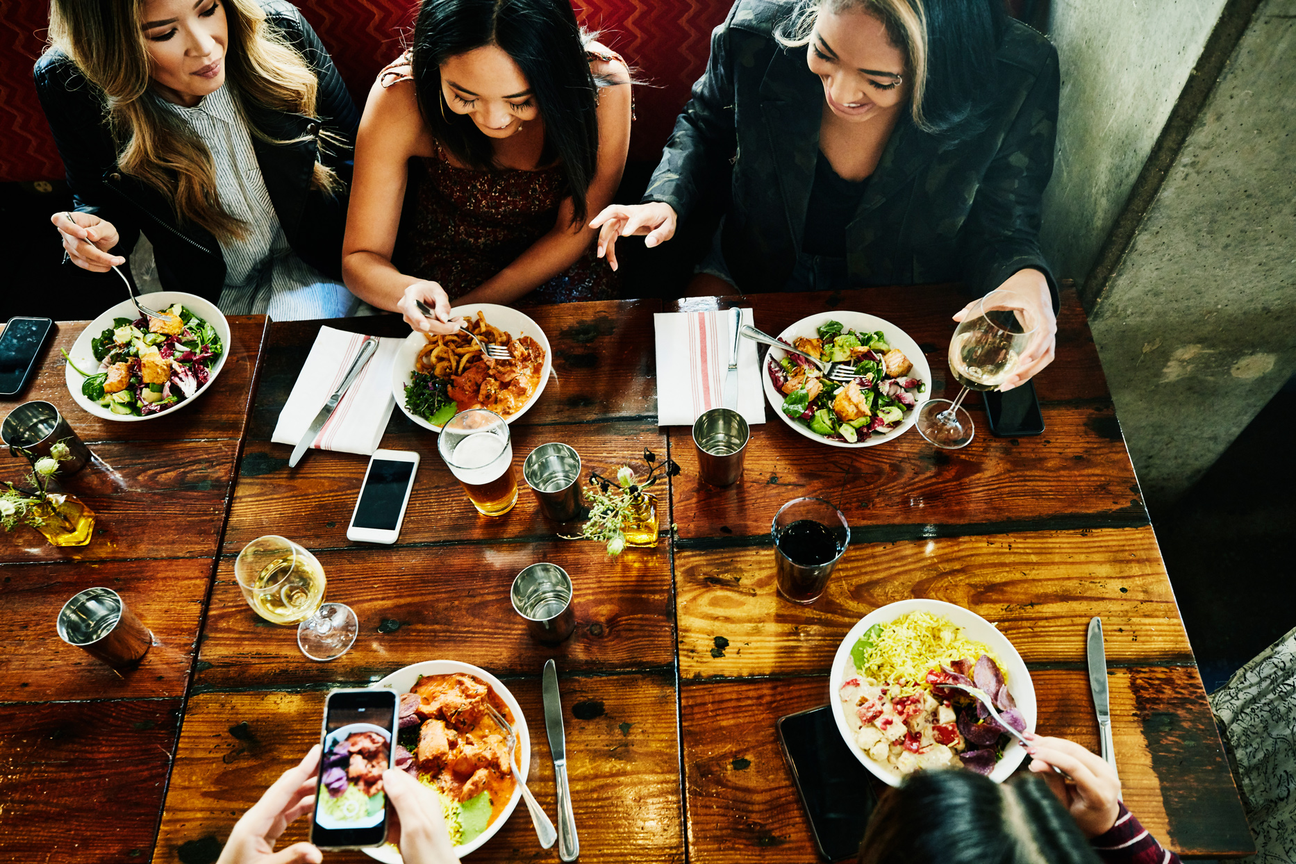 How have restaurant guests adapted to the new dine-out experience?
